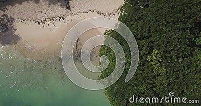 Luftsicht auf den Strand von Padang Padang stock video