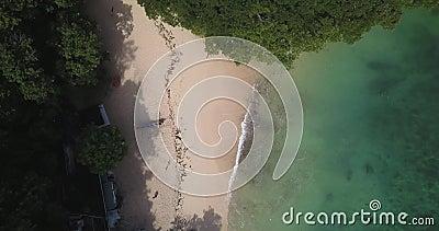 Luftsicht auf den Strand von Padang Padang stock video footage