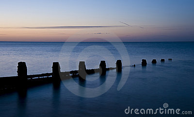 Lugna exponering long över bedöva soluppgång för hav