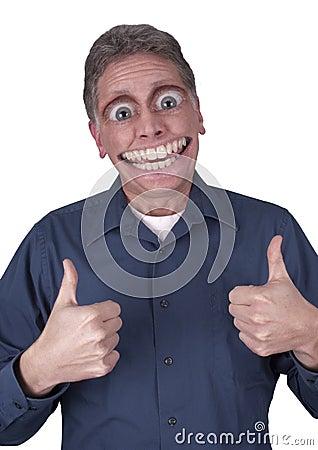 Lustiger Mann mit großem glücklichem Lächeln auf Gesicht