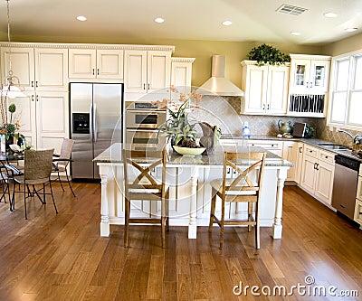 Stockbild luxuriöse küche mit hartem hölzernem bodenbelag