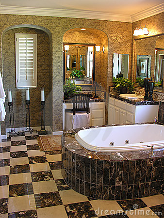 Free Luxurious Bathroom Royalty Free Stock Image - 987526