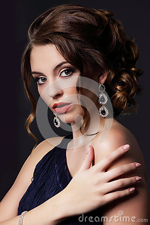 Free Luxurious Rich Lady With Stylish Earrings Stock Photography - 45263492