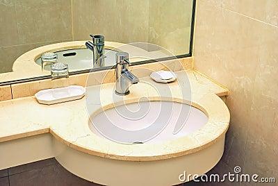 Luxurious wash basin