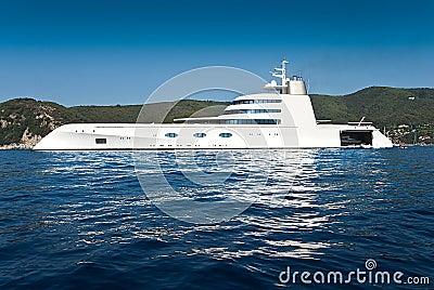 Luxurious yacht editorial photo image 25015706 - Interieur bateau de luxe ...