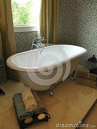 Luxury 6 - Bathroom 1
