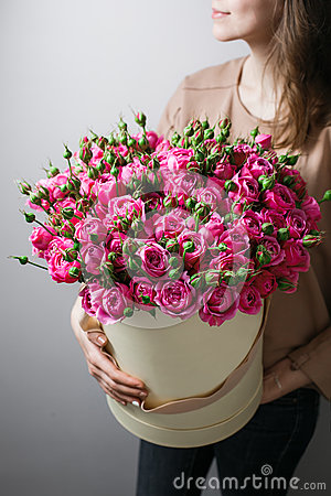 Free Luxury Bouquets Of Flowers In The Hat Box. Roses In The Hands Women. Pink Colour Peonies Royalty Free Stock Photography - 77451477