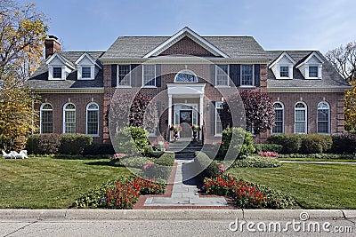 luxury-brick-home-columns-