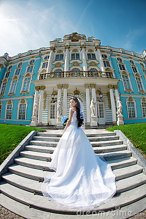 Free Luxury Bride Near Palace Stock Image - 21120361