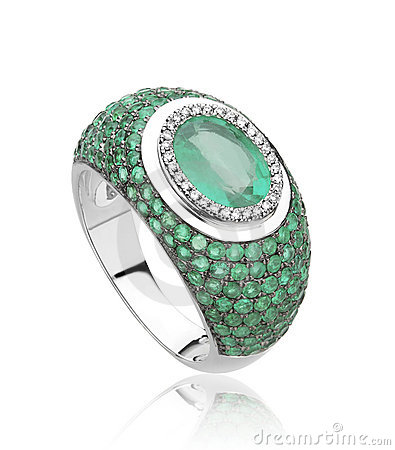 Luxury emerald diamond ring