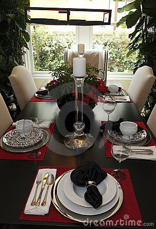 Free Luxury Home Dining Room Royalty Free Stock Images - 9674289