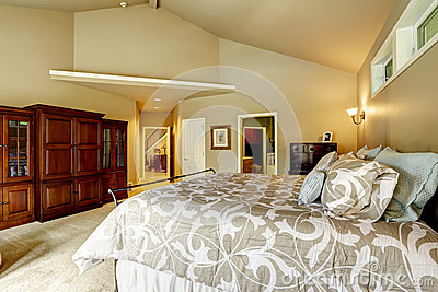 Luxury house interior bedroom with high vaulted ceiling a for Beautiful houses interior bedrooms