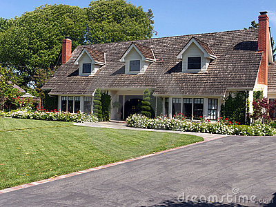 Luxury house with large frontyard