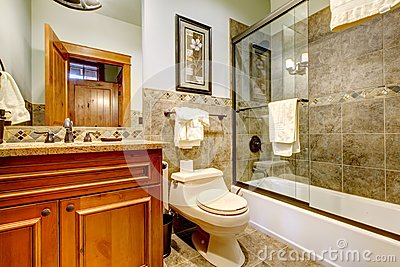 Luxury mountain cabin home bathroom