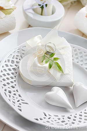 Luxury place setting in white