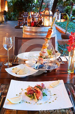 Free Luxury Resort Restaurant Dinner Table Setting With Barbecue And Royalty Free Stock Photo - 127117865