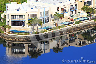 Luxury holiday homes waterfront