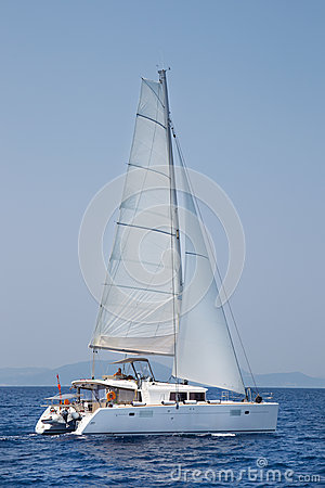 Free Luxury White Catamaran Boat In The Ocean. Stock Images - 39417754