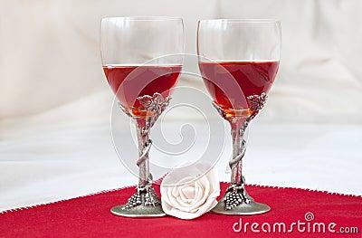 http://thumbs.dreamstime.com/x/luxury-wine-glasses-12971670.jpg