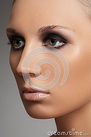 Luxury woman model with elegant fashion make-up