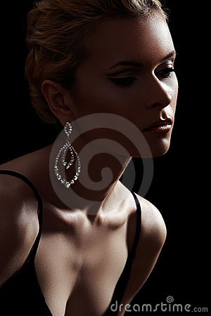 Free Luxury Woman Model, Fashion Chic Jewelry, Neckline Stock Photo - 17795220