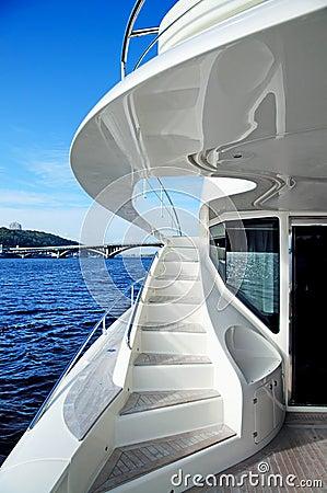Free Luxury Yacht Royalty Free Stock Photo - 16483335