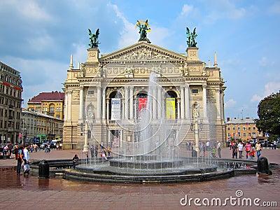 Lviv teater av operan och balett, Ukraina Redaktionell Bild