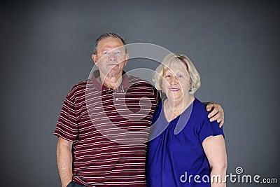 Lycklig sund pensionär för par