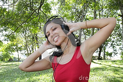 Lyssnande musik till kvinnan