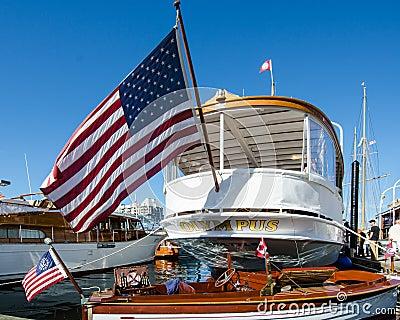 Lyxig yacht för millivolt Olympus Redaktionell Fotografering för Bildbyråer