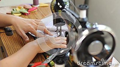 Máquina de costura manual do estilo retro video estoque