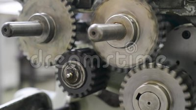 Máquina grande móvil giratoria de la rueda dentada del engranaje almacen de metraje de vídeo