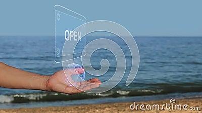 Męskie ręki na plażowym chwycie konceptualny hologram z tekstem Otwiera zbiory
