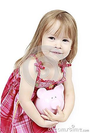 Mädchen, das piggy Querneigung anhält