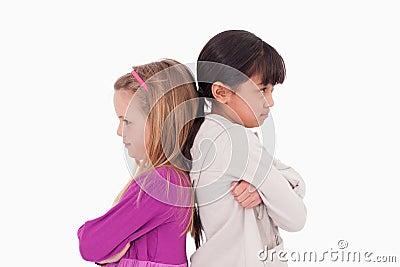 Mädchen wütend an einander