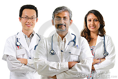 Médecins multiraciaux