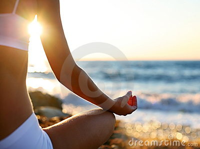Méditation sur la plage