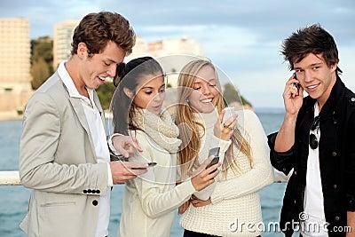Móbil ou telemóveis dos adolescentes