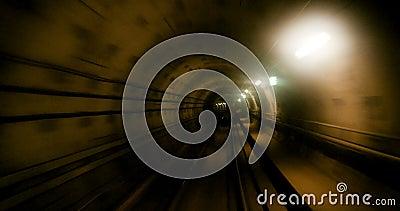 Móvil rápidamente en túnel del subterráneo