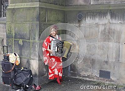 Músico en el festival de la franja de Edimburgo Foto de archivo editorial