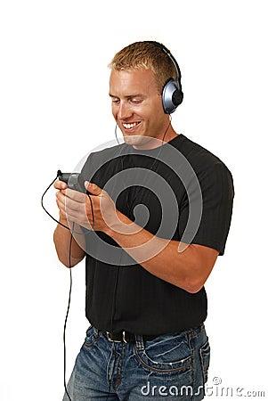 Mężczyzna słuchająca muzyka