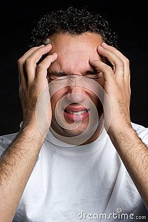 Mężczyzna stresujący się