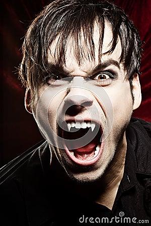 Męski krzyczący wampir