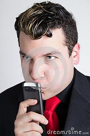 Młody biznesowego mężczyzna główkowanie