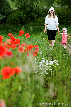 Free Ma And Daughter Amongst Field Royalty Free Stock Image - 5434496