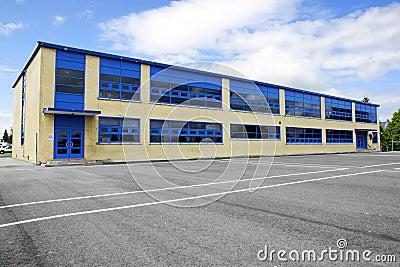 Mała miejscowy ceglana szkoła