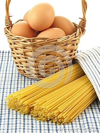 Macaroni van ecologische eieren
