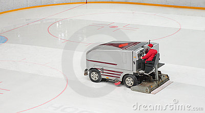 Machine for resurfacing ice