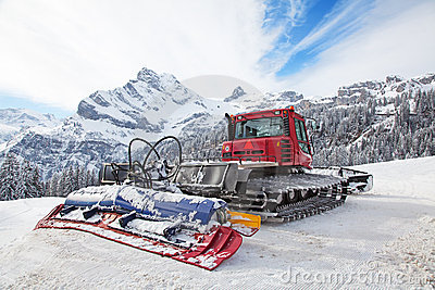 Machine for snow preparation