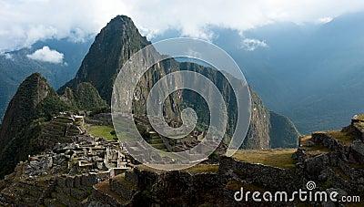 Machu Picchu, Huayna (Wayna) Picchu behind it.